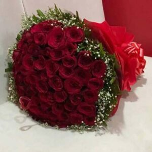 100-red-roses-bunch